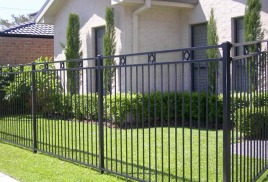 Металлический забор – универсальный вариант ограждения